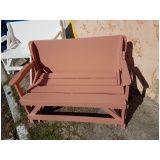 mesa de madeira rústica no Arujá